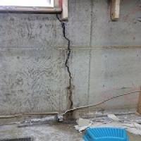 Large vertical crack